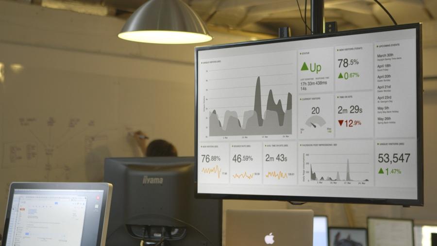 data-dashboard-in-office